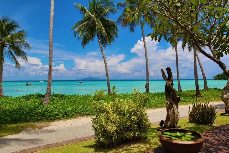 Phi Phi Island Resort - View of the Beach
